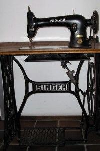 Singer_sewing_machine